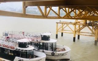 Video: Đà Nẵng nâng nhịp cầu Nguyễn Văn Trỗi để tàu đi tránh bão; Mưa lớn, nhiều tuyến đường bị ngập