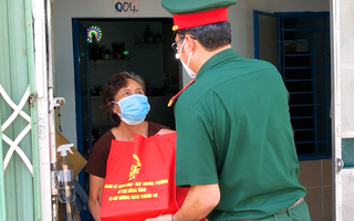 Video: Bộ Quốc phòng tặng người dân TP.HCM 100.000 phần quà, 4.000 tấn gạo