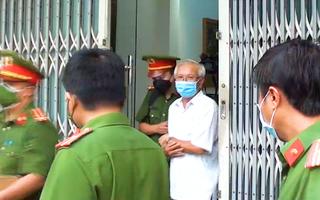 Video: Khám xét nhà, bắt tạm giam cựu giám đốc Sở Xây dựng Khánh Hòa Lê Văn Dẽ