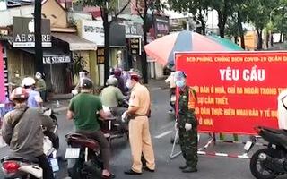 Video: Công an phát hiện, cảnh báo nhiều F0 'đi trên đường', hàng chục trường hợp có 'có giấy đi đường'
