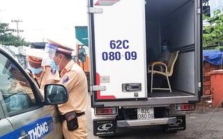 Video: Xe tải dán logo 'vận chuyển từ thiện' chở người trái phép từ Bình Dương về Đồng Tháp