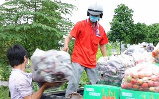 Video: Chủ vựa rau ở Sa Đéc chi gần 1 tỉ đồng mua hơn 150 tấn rau, củ tặng bà con