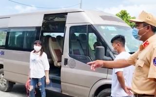 Video: Liên tục bắt giữ xe chở thuê người từ vùng dịch về quê