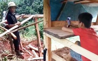Video: Xúc động clip ông bà dò khắp các quả đồi 'tìm sóng' 4G, dựng chòi cho cháu lớp 5 học online