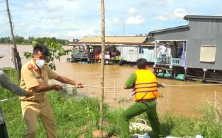 Video: Làng bè hơn 100 chiếc trên sông Hậu được kéo đi cả chục km để giãn cách, phòng dịch