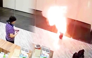 Video: Khoảnh khắc pin phát nổ như pháo hoa, biến thành quả cầu lửa