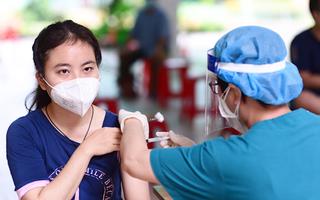 Video: Thời gian giữa 2 mũi tiêm vắc xin AstraZeneca tại TP.HCM được rút ngắn còn 6 tuần