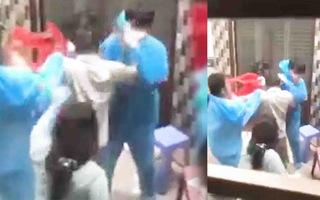 Video: Công an quận 8 củng cố hồ sơ để xử lý nhóm người xô xát, hành hung nhân viên y tế
