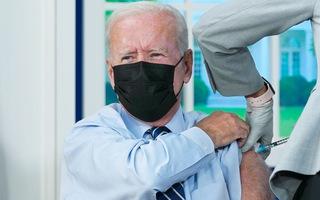 Video: Tổng thống Joe Biden tiêm liều vắc xin COVID-19 thứ ba