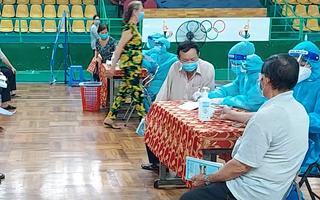 Video: Nhiều người dân TP.HCM đồng ý tiêm trộn vắc xin mũi 2 sau khi tiêm mũi 1 Moderna