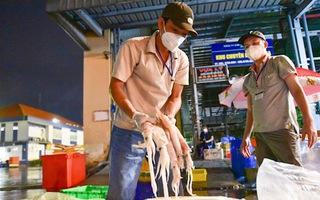 Video: Đêm đầu tiên hải sản, rau củ về lại chợ Bình Điền, nguồn cung dồi dào