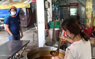 Video: Sáng 9-9, một số hàng quán tại TP.HCM đã bán cho khách mang về