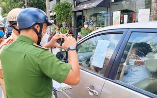 Video: Thanh tra sở không có giấy đi đường, 'cố thủ' trong ôtô cả tiếng đồng hồ