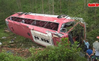 Xe lật dốc 3 người chết, 35 người bị thương