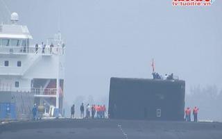 Lai dắt tàu ngầm TP. HCM vào quân cảng Cam Ranh