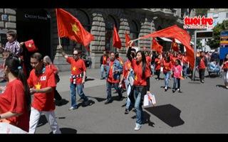 Kiều bào Thụy Sĩ tiếp tục phản đối Trung Quốc