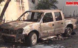 Ô tô bán tải phát nổ và cháy dữ dội