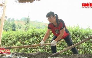 """NSƯT Ánh Tuyết hết mình """"làm thợ xây trường"""" vì học trò nghèo Tung Chung Phố"""
