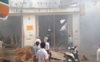 Nổ lớn tại TP.HCM, hàng chục nhà dân đổ sập, hư hỏng