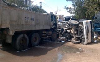 Lật xe tải, giao thông đường Trần Hưng Đạo bị ách tắc