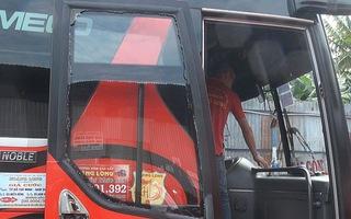 Xe khách bị chém bể kính tại Đắk Nông