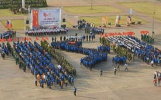 Gần 2000 đoàn viên chào cờ và xếp hình bản đồ Việt Nam