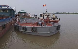 Hai tàu đâm nhau trên sông Hồng, cả gia đình bốn người thiệt mạng