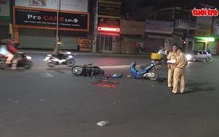 Hai xe máy tông nhau, hai người nhập viện