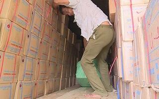 Phát hiện 2 tấn thực phẩm bẩn từ Hà Nội vận chuyển vào TP.HCM