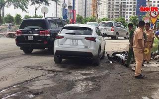 Nâng xe ô tô cứu người phụ nữ kẹt dưới gầm