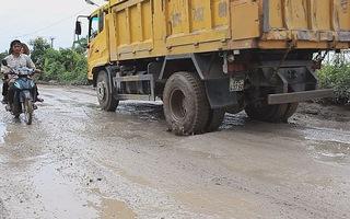 HÀ NỘI: Tưới nước, xây cầu rửa xe ra vào cảng Khuyến Lương