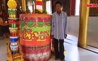 Nhà chùa đúc cặp đèn cầy nặng hơn 2 tấn