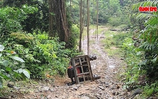 Xe lật khi thi công lưới điện, một công nhân tử vong