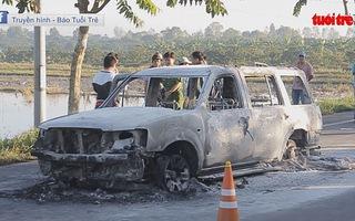 Bắt nhóm nghi phạm đốt xe, giết người nhờ vết thương của tài xế