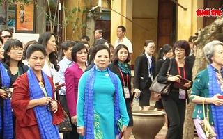 Phu nhân, phu quân lãnh đạo các nền kinh tế APEC tham quan phố cổ Hội An