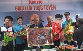 Ba thành viên trong đội tuyển U23 VN giao lưu cùng bạn đọc báo Tuổi Trẻ