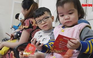 Quà xuân Tuổi Trẻ đến bệnh nhi Đà Nẵng