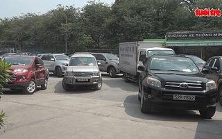 TP.HCM xe ô tô xếp hàng dài chờ kiểm định cuối năm