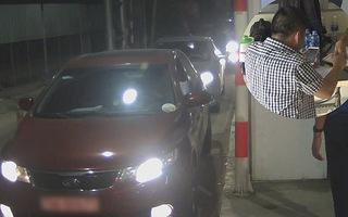 Video: Tài xế đầu tiên bị xử phạt vì dừng ô tô quá 5 phút  ở trạm BOT
