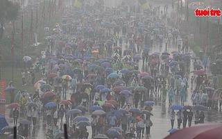 Hàng vạn người dân đến Đền Hùng dâng hương