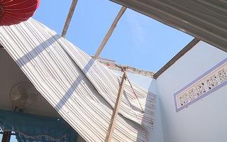 Mưa đá, lốc xoáy làm sập và tốc mái 600 căn nhà