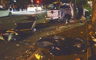 Xe bán tải tông 2 người tử vong do đạp nhầm chân ga
