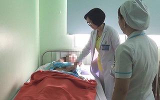 Sinh viên 20 tuổi mang khối u buồng trứng 18 kg