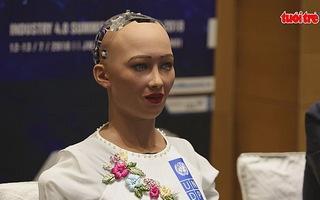 Robot Sophia - Người máy đầu tiên được cấp quyền công dân đến Việt Nam