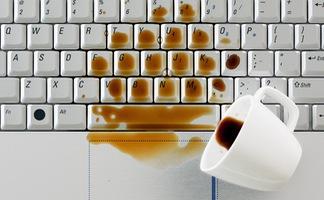 Làm thế nào để 'cứu' laptop khi bị ướt?