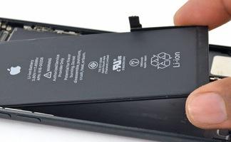 Người Việt đi kiện Apple vì cố tình làm chậm iPhone cũ