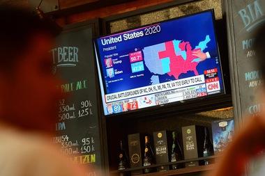 Người Mỹ ở Việt Nam hồi hộp chờ kết quả bầu cử tổng thống