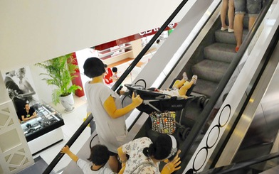 Cẩn trọng với thang cuốn