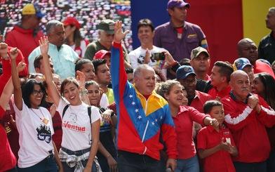 Mỹ công nhận tổng thống lâm thời mới tại Venezuela, biểu tình lan rộng