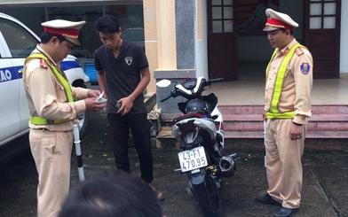 Nhóm trẻ trâu 'bốc đầu' xe khoe tài trên đèo Hải Vân bị truy giữ 2 xe